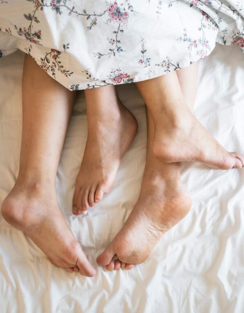 Erektionsstörung im Bett kann zu Beziehnungsabbrüchen führen.
